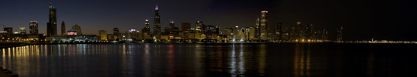 Panoramic photo of Chicago at night overlooking the water