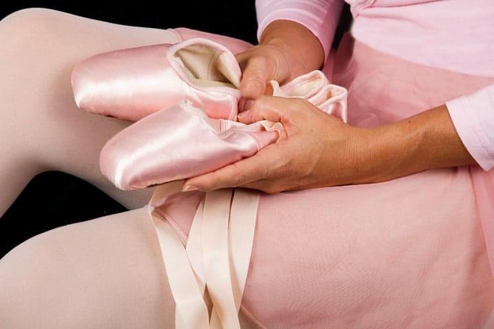 dancer-holding-shoes