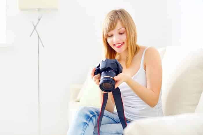 high-school-girl-learning-photography
