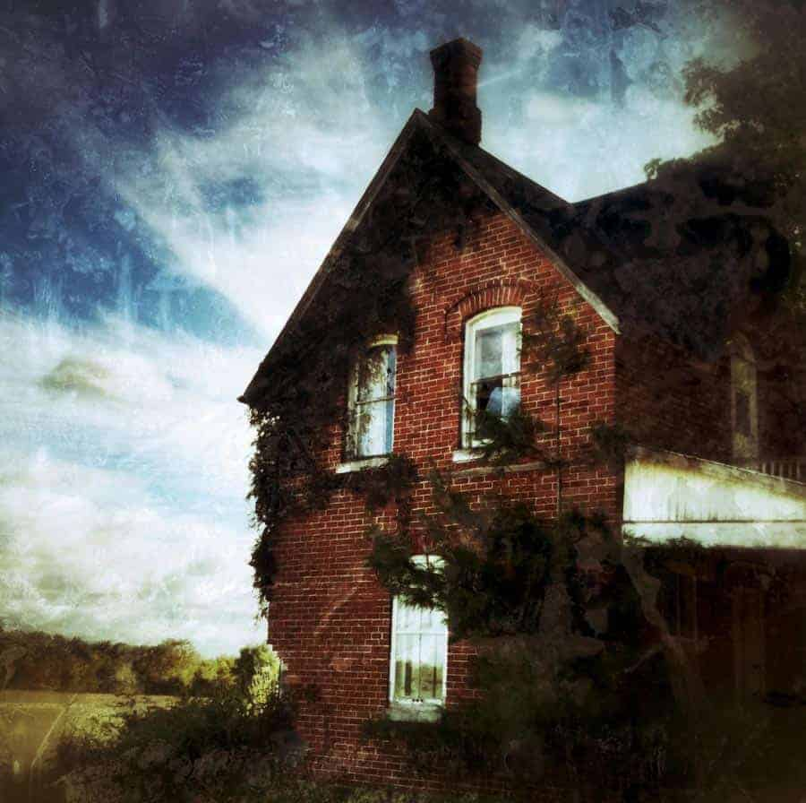 "A typical Snapseed ""grunge"" edit. I find that I can always spot a Snapseed grunge photo, so I try to use this filter sparingly, but when it works, it works. Photo by a terrified Tracy Munson (this house was SOOOOO creepy)."