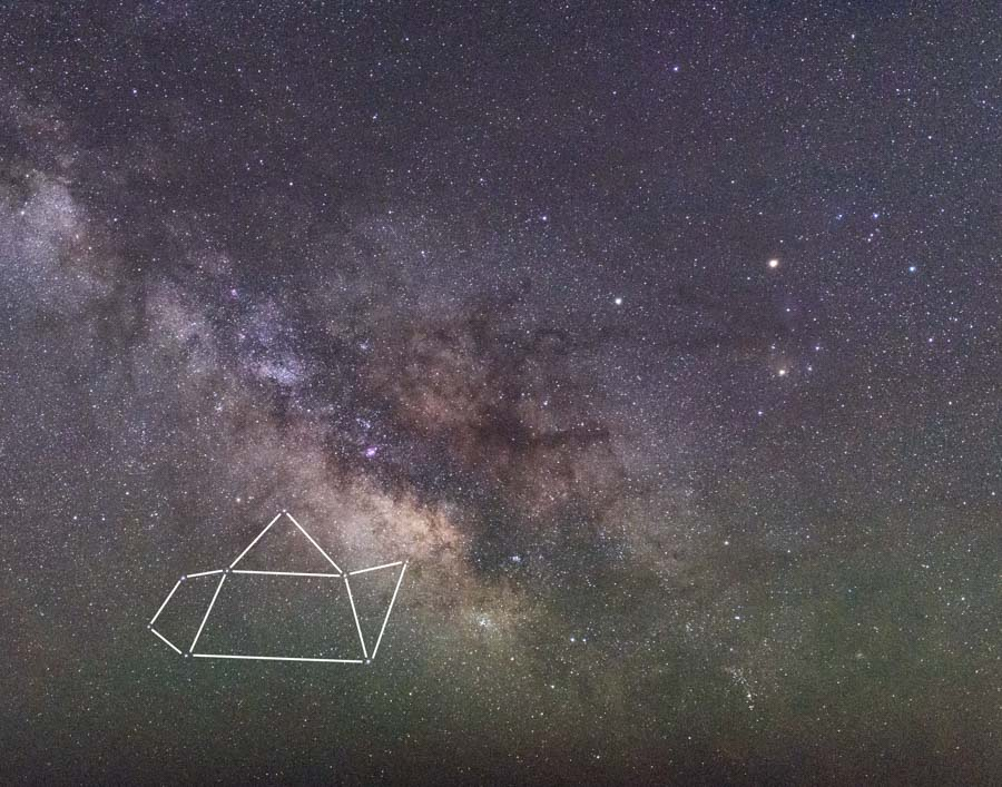 """Finding Sagittarius, the """"teapot"""", can help you find the Milky Way without any other tools. ( Kevin D. Jordan Photography)"""