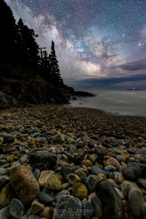 A focus-stacked foreground blend of 4 exposures taken with ambient light at f/2.8, ISO 3200 for 3.5 minutes (© Kevin D. Jordan Photography)