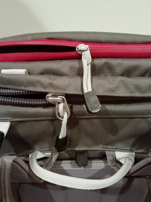 Zippers to the top pouch and main compartment of the Ajna.
