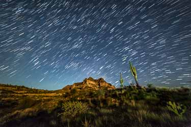 ideal shutter speeds for photographing star trails improve photography